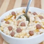 Caramel Cookie Dough #Oatmeal- Have an adding zing in your morning oats with these #glutenfree #sugarfree and #highprotein oats which clock in at under 250 calories! #breakfast - @thebigmansworld.com