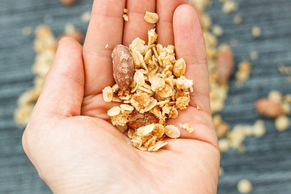 gingerbread-almond-granola-5