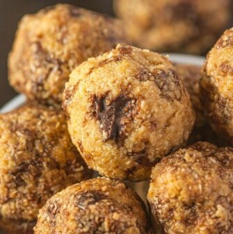 Single Serve Banana Smoothie Breakfast Bites- These no bake bites take 5 minutes to prepare and taste like a banana smoothie without the need for a blender! #vegan #glutenfree -thebigmansworld.com