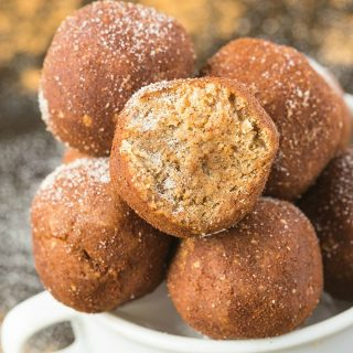 Healthy No Bake Snickerdoodle Bites- An easy recipe for soft, chewy 5-minute energy balls which are protein-packed and made sugar-free and keto! Also paleo, vegan and gluten-free! The perfect Christmas or holiday snack which tastes like cookie dough! #ketodessert #ketorecipe #vegansnack #energybites #proteinballs #snickerdoodle
