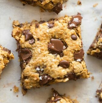 Banana oatmeal bars with peanut butter