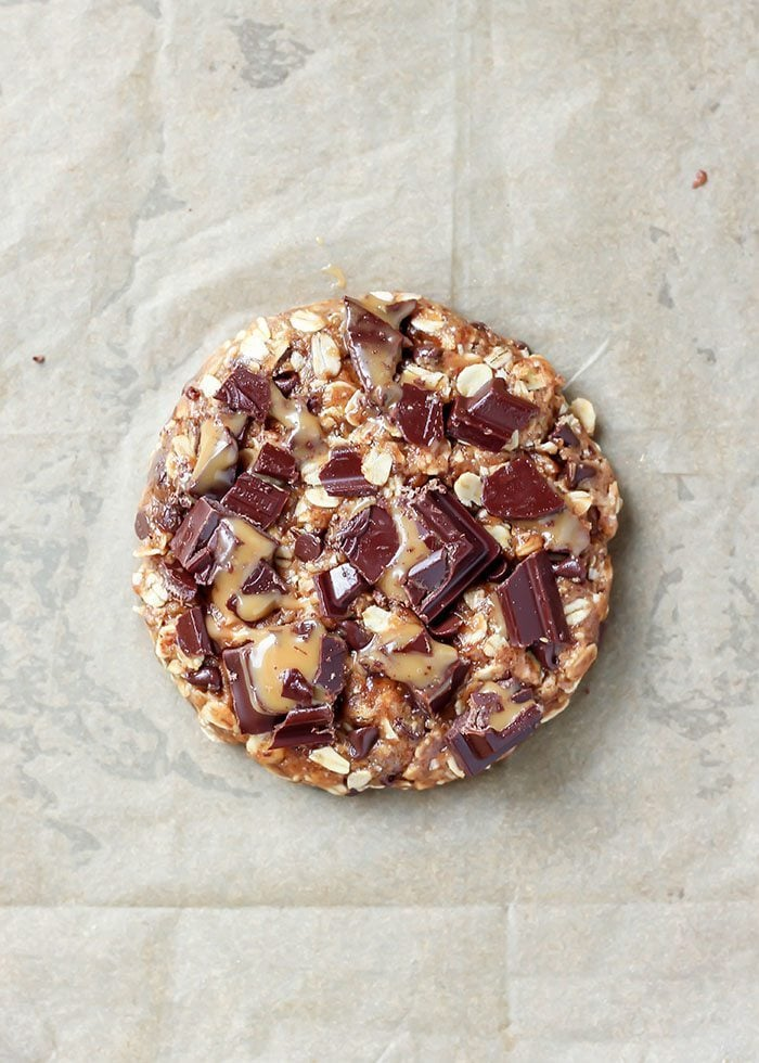 giant-oatmeal-chocolate-chip-caramel-cookie-2