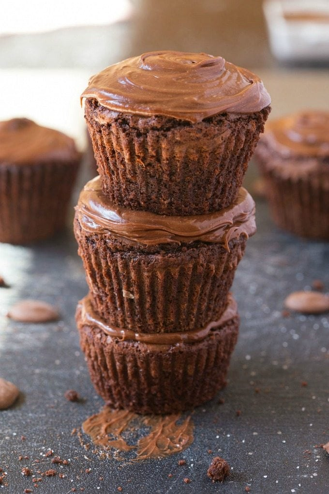 Healthy 5 Ingredient Flourless Protein Fudge Brownie Bites- Easy, quick and delicious snack or dessert which is moist and gooey and with a thick, layer of clean eating frosting! Completely sugar free and guilt-free! {vegan, gluten free, paleo recipe}- thebigmansworld.com