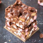 No Bake Peanut Butter S'mores Crunch Bars (V, GF, DF)- Easy, fuss-free and delicious, this healthy candy bar copycat combines marshmallows, cookie pieces and peanut butter in one! {vegan, gluten free, sugar free recipe}- thebigmansworld.com