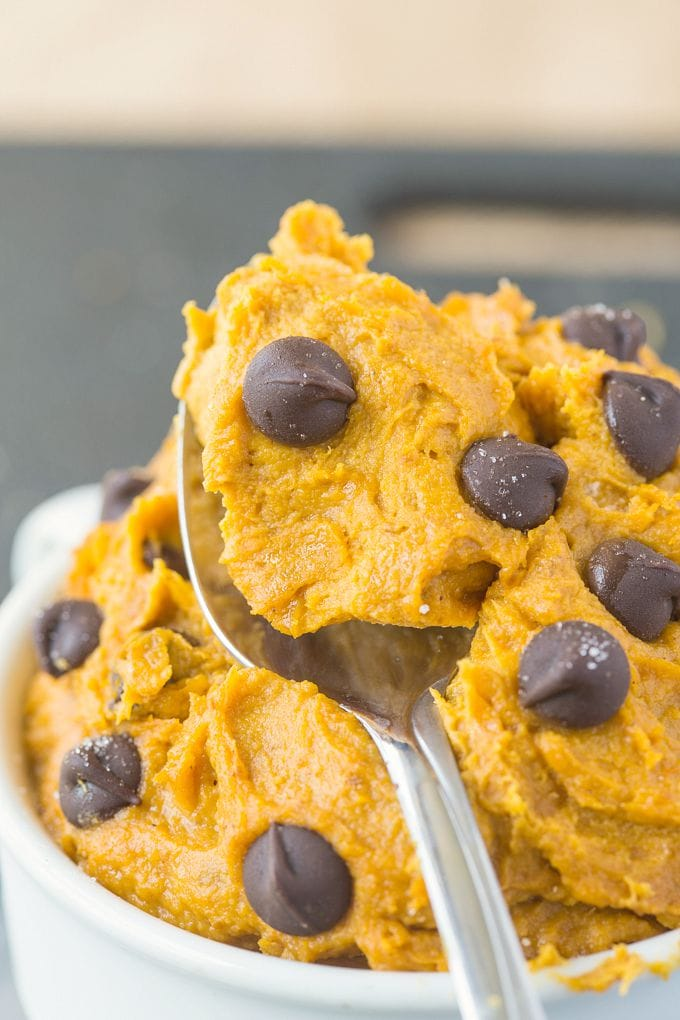 Healthy Paleo Vegan Pumpkin Cookie Dough (Keto, Sugar Free, Low Carb)- Flourless eggless edible cookie dough loaded with pumpkin- It's smooth, creamy and packed with protein! #cookiedough #egglesscookiedough #pumpkin #ketodessert #vegandessert | Recipe on thebigmansworld.com