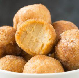 No Bake Keto Low Carb Pumpkin Pie Bites (Paleo, Vegan, Gluten Free, Dairy Free, Sugar Free)- an easy 5-ingredient recipe for pumpkin pie fat bombs which taste like a pumpkin cheesecake! Nut-free, NO sugar, NO dairy and ready in 5 minutes! #keto #ketodessert #fatbomb #vegan #dairyfree #pumpkinpie | Recipe on thebigmansworld.com
