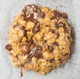 3 ingredient flourless banana oatmeal cookies with chocolate chips