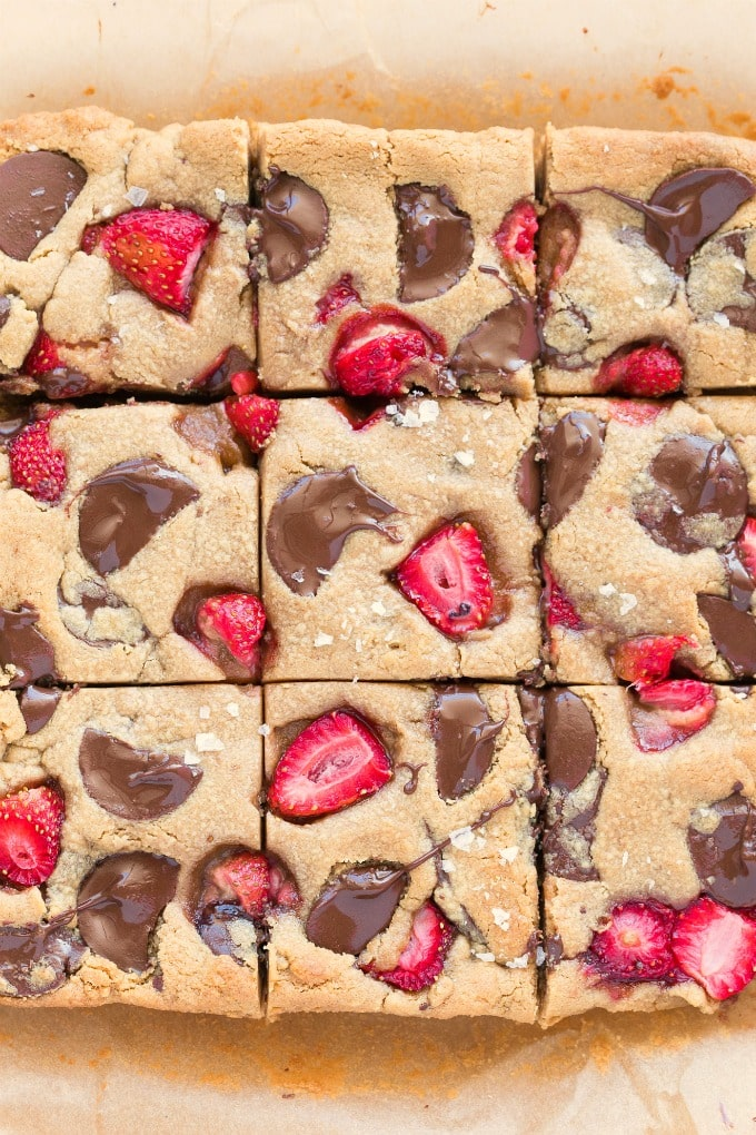 Easy chocolate chip cookie bars with fresh strawberries added to it.