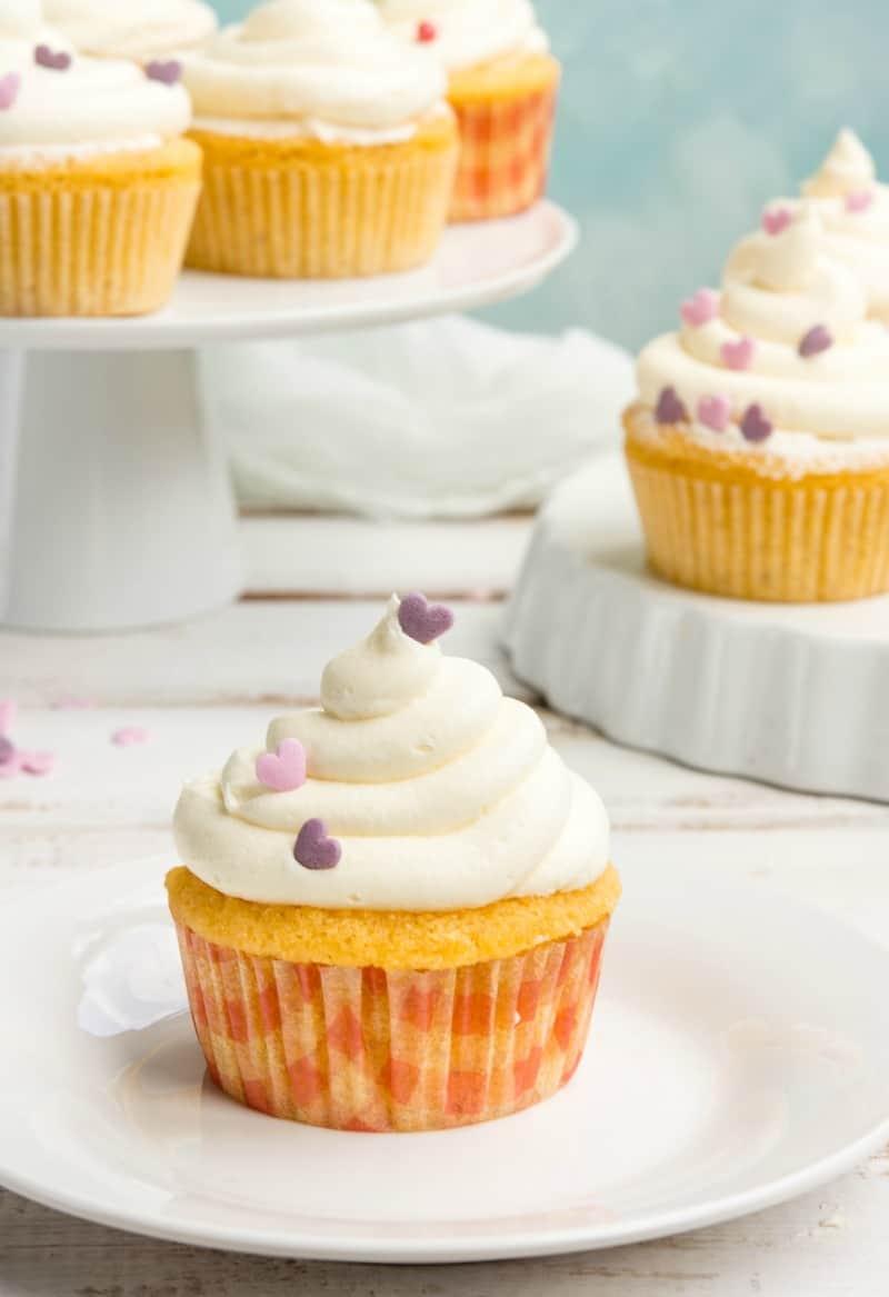 keto vanilla frosted cupcakes