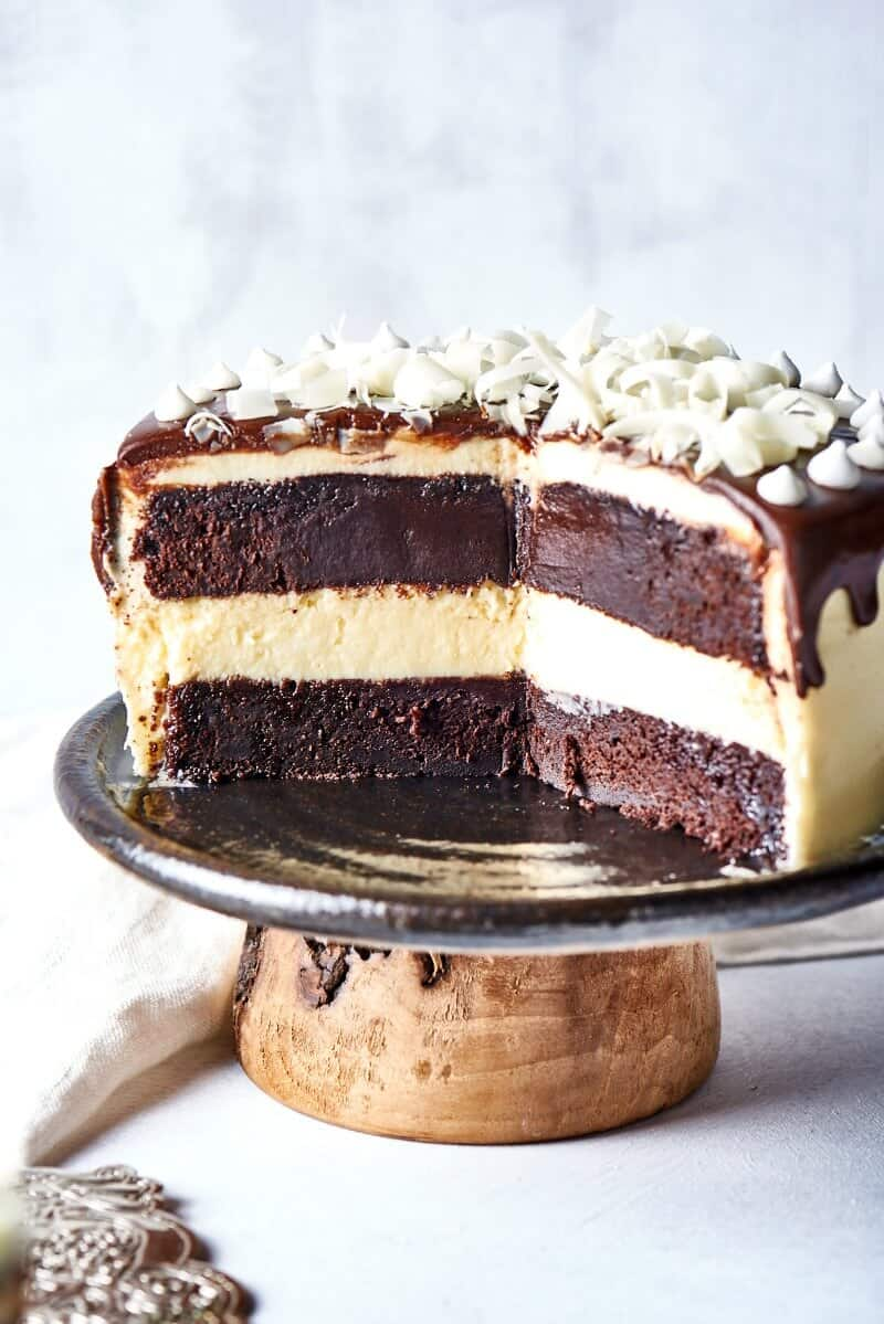 cheesecake filled cake