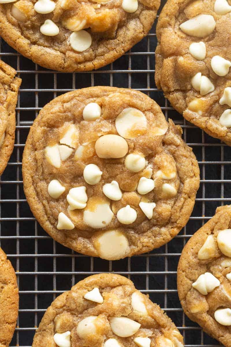 vegan white chocolate macadamia nut cookies